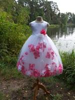 Детское платье с Разноцветными Лепестками Роз (Малиновый/Белый) KD-160