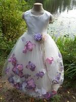 Детское платье с Разноцветными Лепестками Роз (Сиреневый/Молочный) KD-160